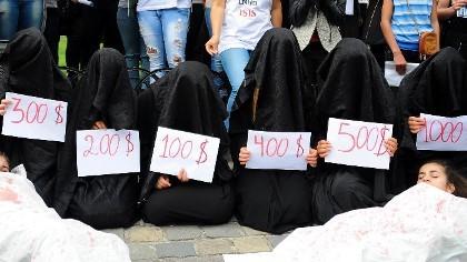 Hé lộ tài liệu quy định việc quan hệ tình dục với nữ nô lệ của IS
