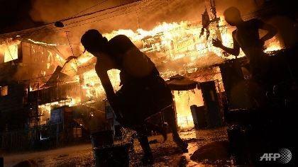 Đạn lạc, pháo nổ khiến gần 400 người bị thương ở Philippines
