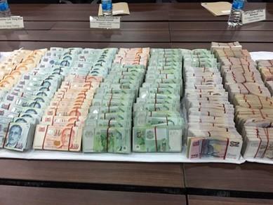 Hai người Việt trộm 7,7 tỉ đồng bị bắt ở Singapore