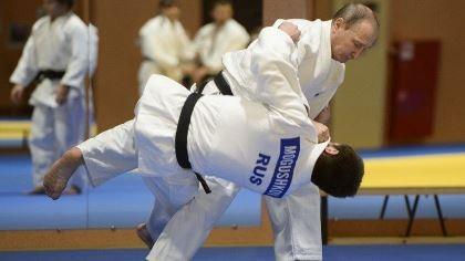 Tổng thống Putin quật ngã tuyển thủ Judo quốc gia