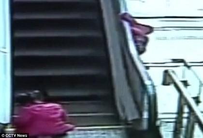 Thêm bé gái ba tuổi thiệt mạng vì tai nạn thang cuốn ở Trung Quốc