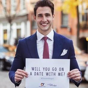 'Nam bác sĩ gợi cảm nhất hành tinh' bán cuộc hẹn hò gây quỹ từ thiện
