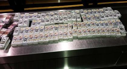 Mỹ tịch thu hơn 4,6 triệu USD tiền 'âm phủ' của hai người Việt