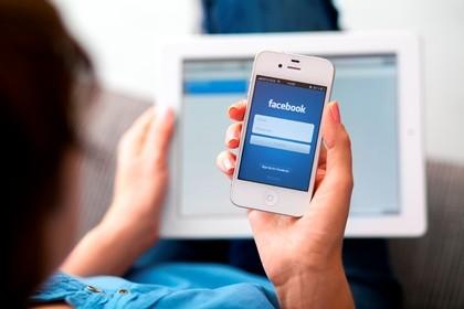 Bị bạn gái đâm chết vì lướt Facebook quá nhiều