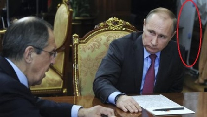 'Vật thể lạ' trong phòng Tổng thống Putin gây xôn xao