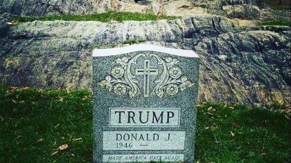 Xuất hiện bia mộ của Donald Trump giữa Công viên New York