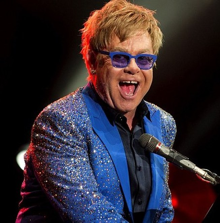 Danh ca Elton John bị tố quấy rối tình dục