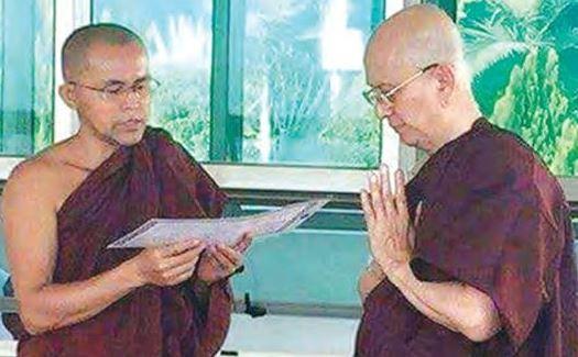 Cựu tổng thống Myanmar xuống tóc xuất gia