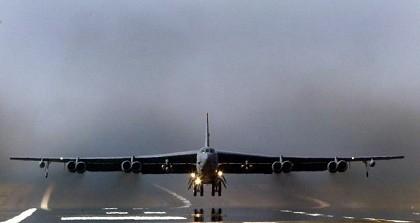 Mỹ triển khai 'pháo đài bay' B-52 tới Qatar chống IS