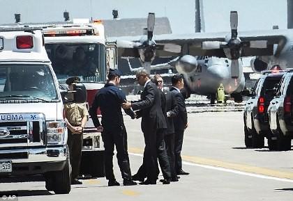 Máy bay rơi khi biểu diễn trước mắt Tổng thống Obama