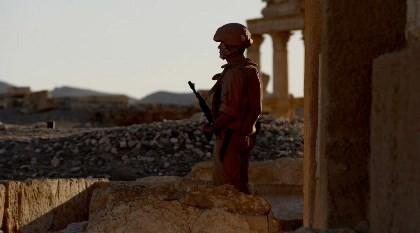 Lao mình chặn xe bom khủng bố, binh sĩ Nga hy sinh