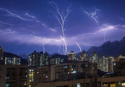 Hơn 10.000 tia sét giáng xuống Hong Kong trong một đêm