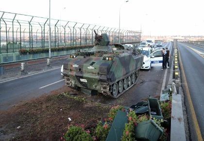 Đảo chính Thổ Nhĩ Kỳ: Ít nhất 60 người chết, hơn 750 người bị bắt giữ