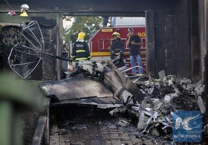 Máy bay rơi trúng xe buýt ở Brazil, 8 người chết