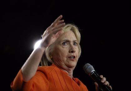 Bà Clinton tiếp tục bị kiện
