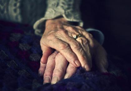 Cụ bà 80 tuổi 'bẫy tình' hàng loạt bạn trai rồi cướp tài sản