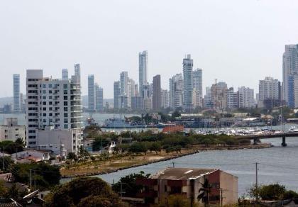 Chạy trốn nhóm bắt cóc, thiếu nữ Colombia rơi từ tầng 26