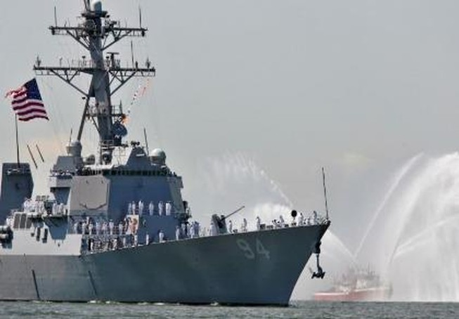 Tàu Iran bị tố quấy rối tàu khu trục Mỹ ở eo biển Hormuz