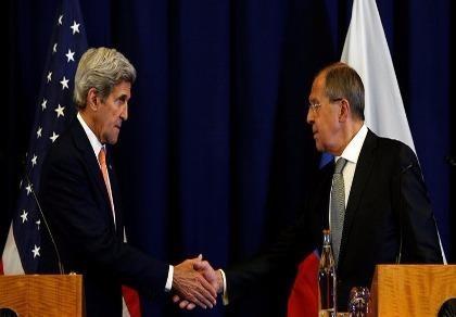 Ngoại trưởng Mỹ xin lỗi phái đoàn Nga bằng món quà bất ngờ