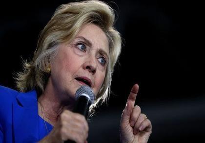 Xôn xao thuyết âm mưu bà Clinton dùng người thay thế