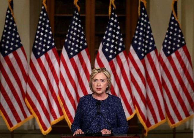 Chuyện bà Clinton ngã bệnh sẽ tiếp diễn như lời tiên tri Vanga?