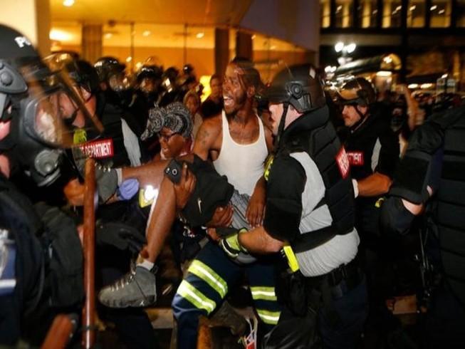 Cảnh sát bắn chết dân, TP Mỹ ban bố tình trạng khẩn cấp