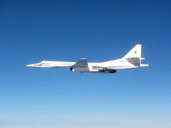 Máy bay Anh xuất kích chặn 2 oanh tạc cơ của Nga