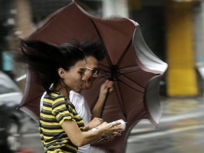 Đài Loan hứng bão Megi giật 230 km/giờ, 4 người chết