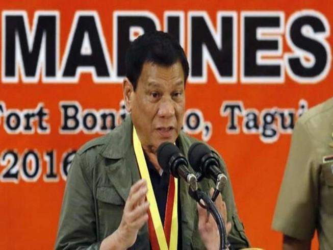 Ông Duterte tố Mỹ làm suy yếu kinh tế Philippines