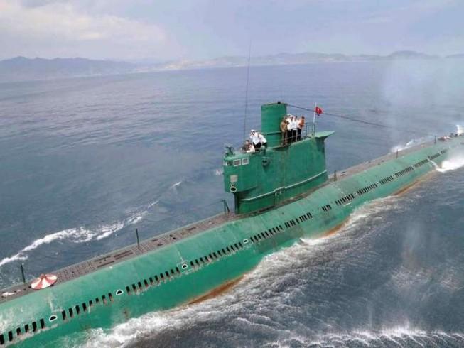 Triều Tiên đóng tàu ngầm 'khủng' mang tên lửa đạn đạo?