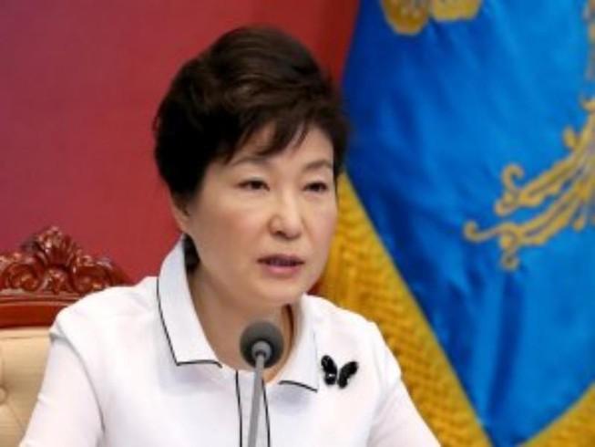Bê bối vây quanh,Tổng thống Hàn Quốc bị yêu cầu từ chức
