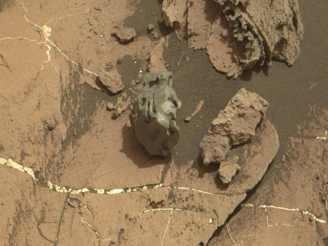 Tìm thấy thiên thạch kim loại kỳ lạ trên sao Hỏa