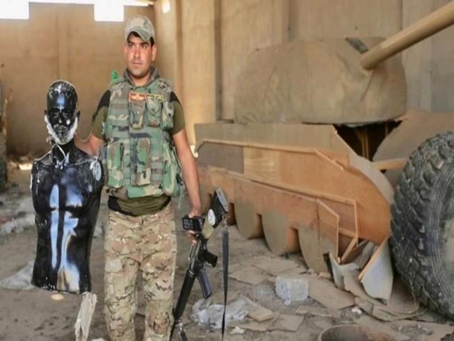 IS dùng xe tăng gỗ làm 'chim mồi' đánh lừa liên quân