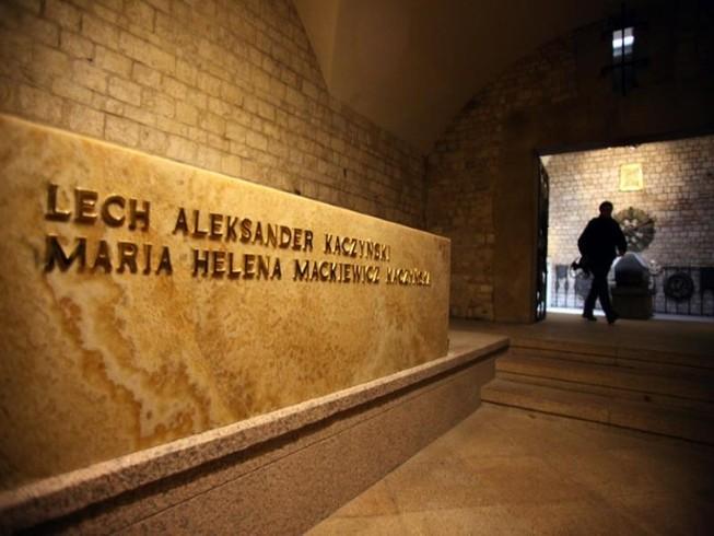 Khai quật mộ cố tổng thống Ba Lan để phục vụ điều tra