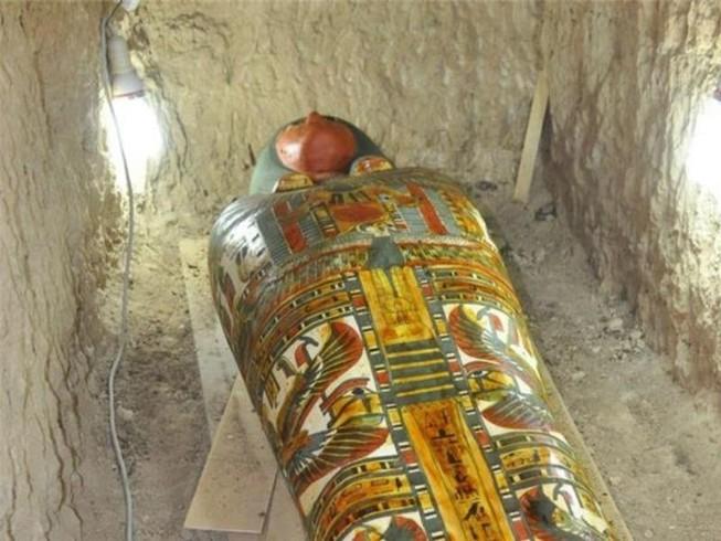 Tìm thấy xác ướp 3.200 năm tuổi còn nguyên vẹn ở Ai Cập
