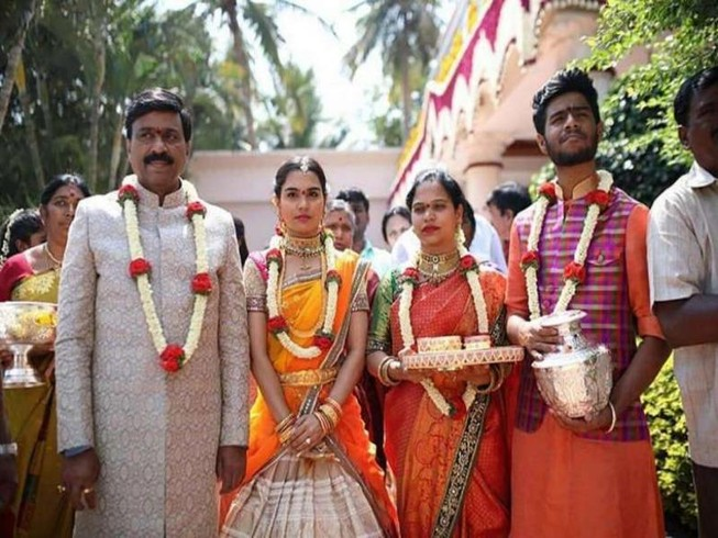 Cựu quan chức làm đám cưới con gái 74 triệu USD