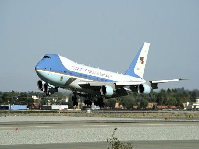 Mỹ cuống cuồng tìm cách thay thế chuyên cơ tổng thống