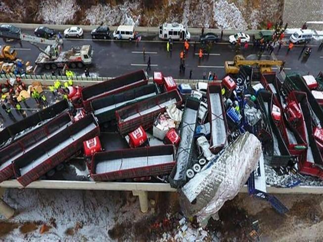 56 chiếc xe đâm liên hoàn,17 người thiệt mạng