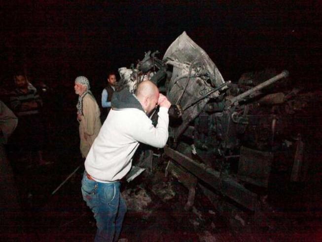 Đánh bom xe tải ở cây xăng, 100 người thiệt mạng