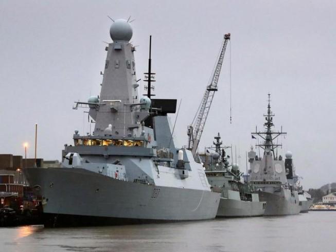 Chiến hạm tối tân Anh 'chết đứng' giữa lúc tập trận