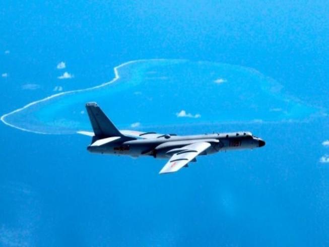 Mỹ: Máy bay ném bom Trung Quốc bay quanh Trường Sa