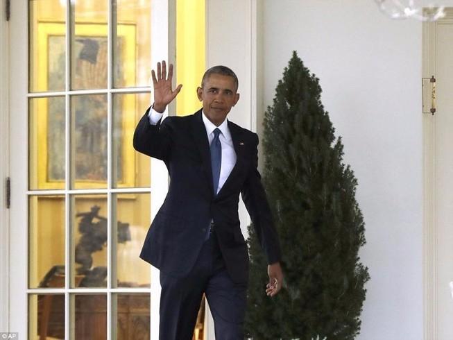 Tổng thống Obama để lại thư cho Trump ở Bàn Kiên định