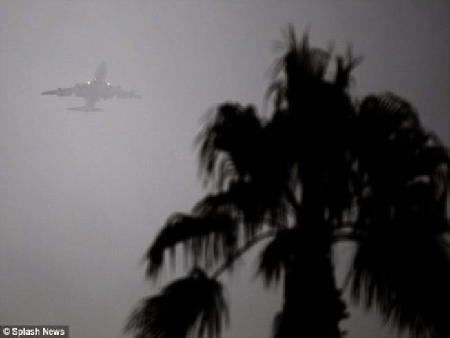 Máy bay chở ông Obama 3 lần hạ cánh bất thành do bão