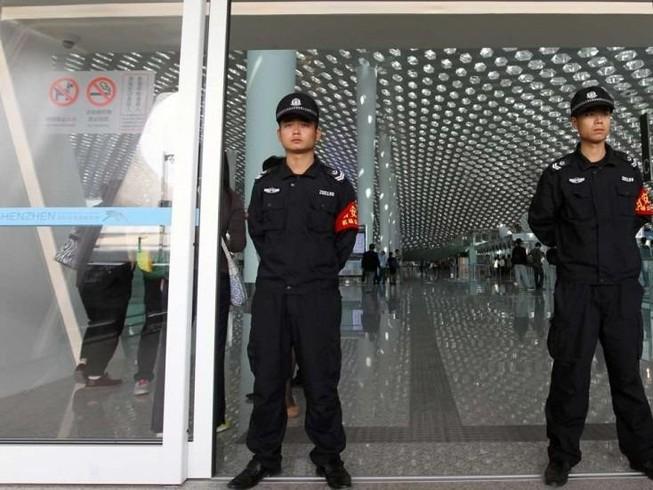 Trung Quốc lấy dấu vân tay toàn bộ khách nước ngoài