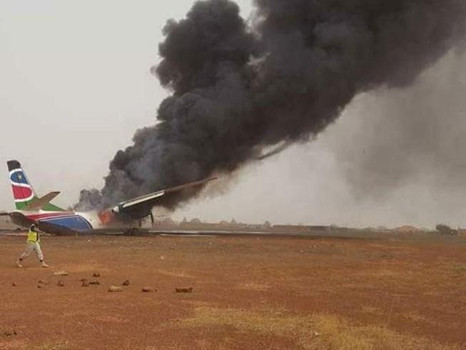 49 người may mắn thoát chết dù máy bay bị thiêu rụi