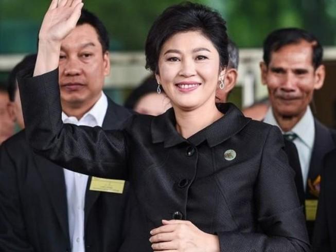 Xe cảnh sát tới nhà bà Yingluck vào đêm bỏ trốn