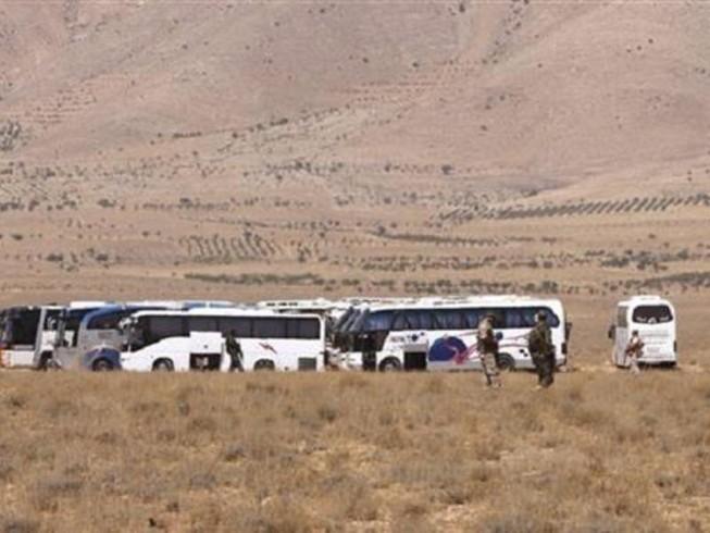 Đoàn xe IS 600 người 'phân đôi' dưới mưa bom của Mỹ
