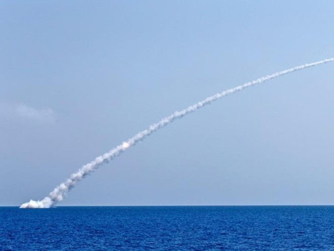 Tàu ngầm Nga phóng 10 tên lửa Kalibr, IS nhận quả đắng
