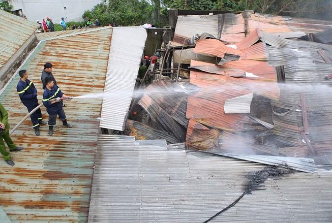 Cháy cơ sở hương trầm, 2 người bị thương
