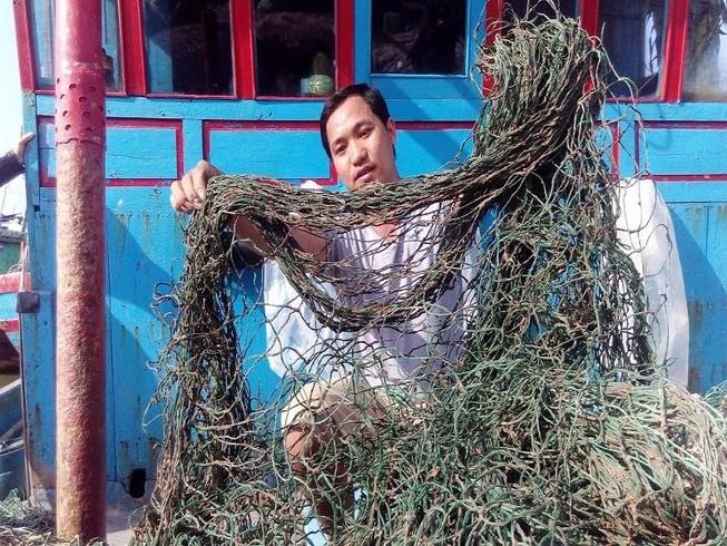 'Bùn lạ' tấn công lưới ngư dân miền Trung